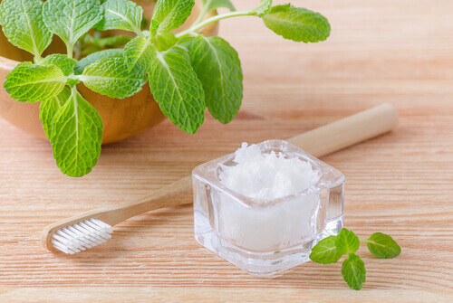 use spearmint oil to promote oral health