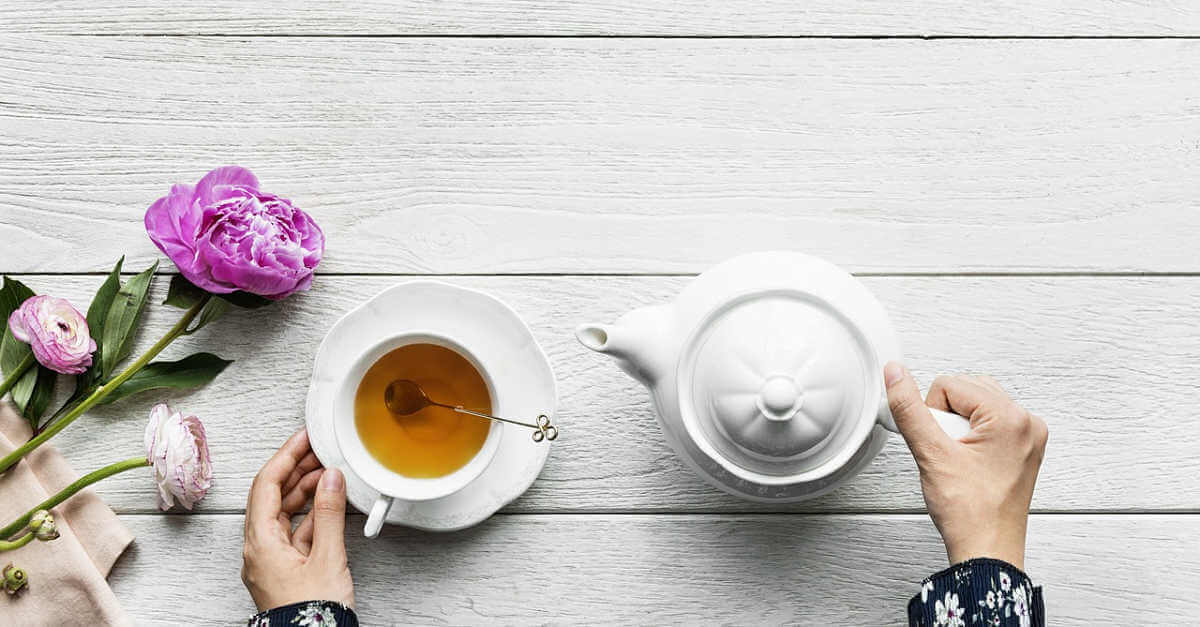 tea and a teapot with flowers: hydrating for winter skin
