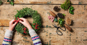 5 Essential Oil Blends to Set a Holiday Mood