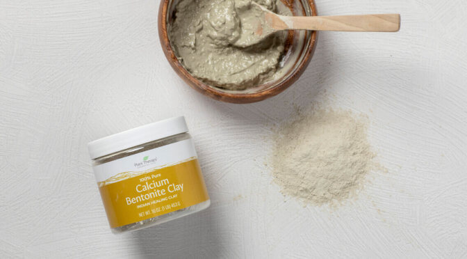 Calcium Bentonite Clay Powder and Mask Mixture